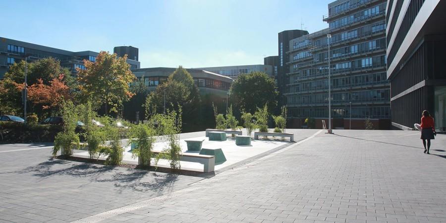 Betonbank LIGE Uni-Paderborn Kunstfläche, Fotos: Judith Potthast, Frauke Doell